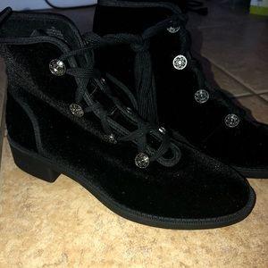NWOB. BLACK SUEDE Booties By Nine West Size 9